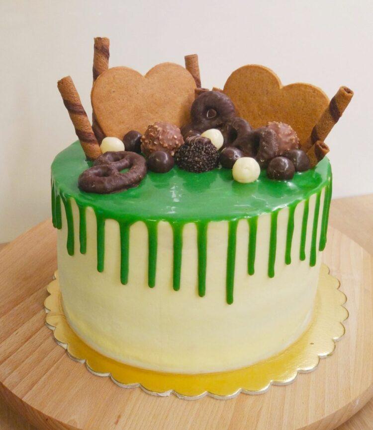 tort świąteczny drip cake zielony