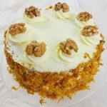 Łatwe ciasto marchewkowe z orzechami i masą