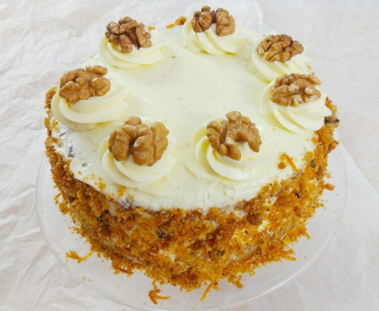 łatwe ciasto marchewkowe z orzechami