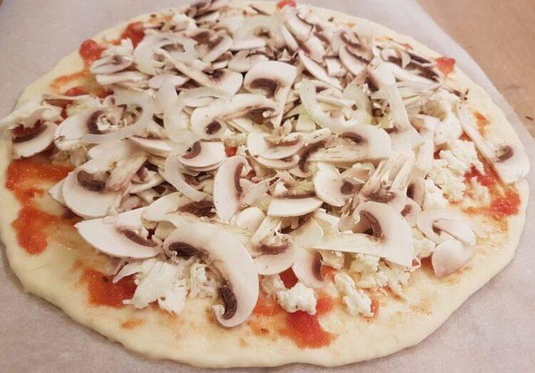 pizza najlepsza z pieczarkami