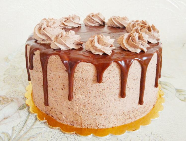 tort czekoladowy z dripem z mlecznej