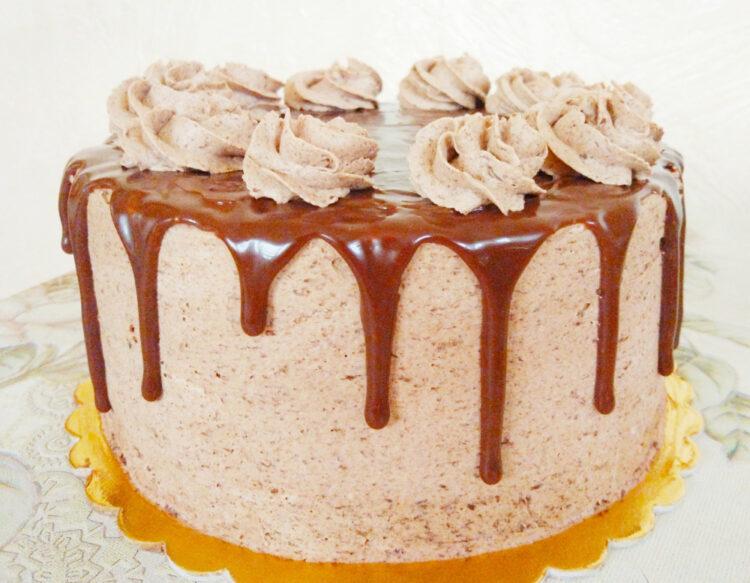 czekoladowy tort drip z mlecznej czekolady